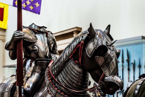 Шаблон мужской - Рыцарь в доспехах на коне