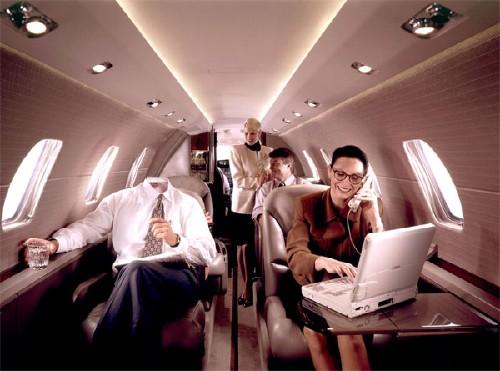 Успешный бизнесмен и его команда - Шаблон psd мужской